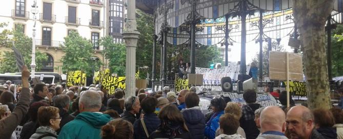 Manifestación en contra del metro de Donostia.